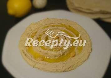 Cizrnový humus s česnekem