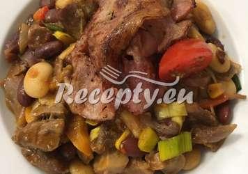 Fazolový guláš s dvěma druhy masa